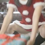 絶対に下着がみえないクリスマスプレゼントの渡し方