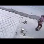 驚愕! 突然地面が陥没する巨大シンクホールの瞬間映像