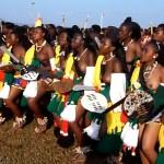 裸で踊る大勢の少女や若い女性の中から王の花嫁を選ぶ伝統行事「リードダンス」