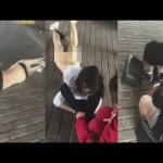 【中国】浮気相手の女性の下着を脱がして集団暴行を加える衝撃映像
