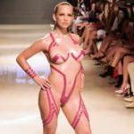 ナイスバディ×全裸にテープのみ!エロすぎるファッションショー「ブラックテーププロジェクト」